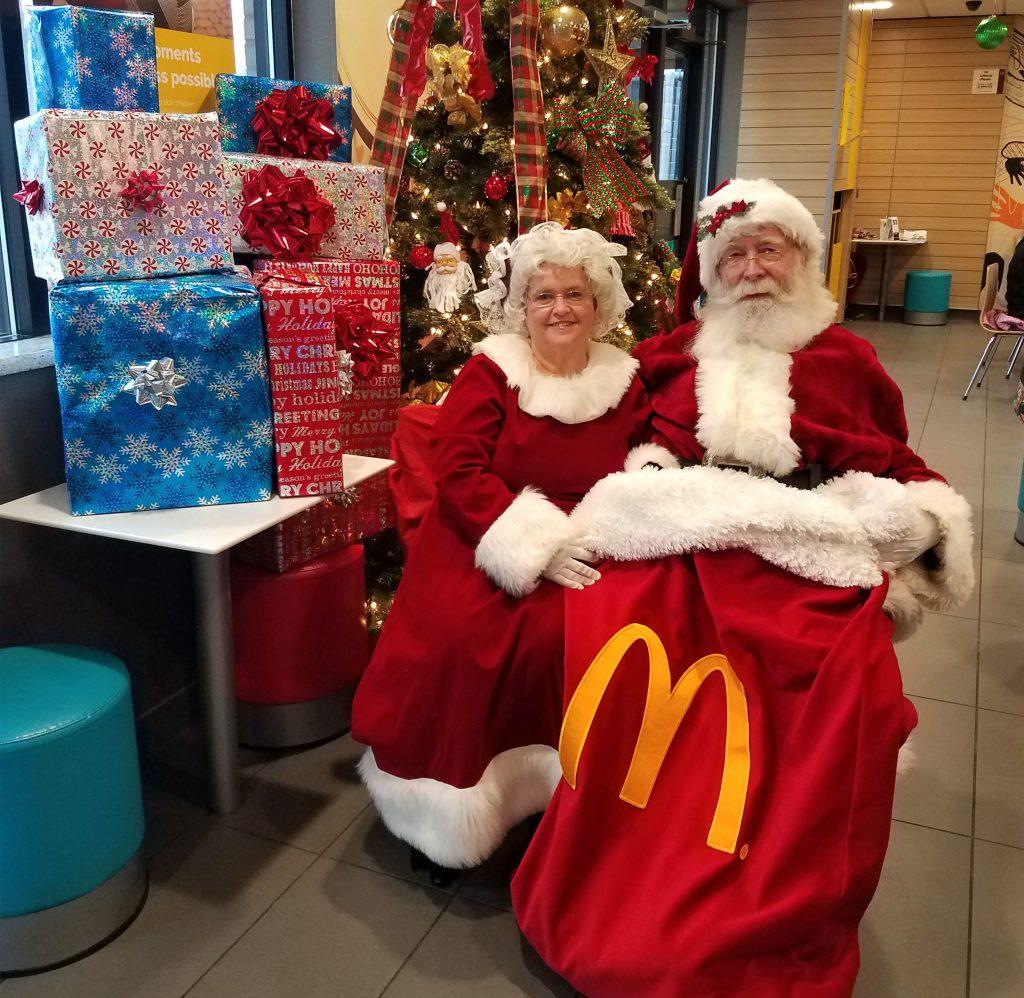 Santa & Mrs - 10000 - 2018 - 142124